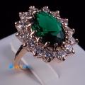 Позолоченное кольцо с зеленым камнем